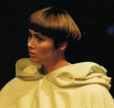 Nicky Mondellini close-up-theatre